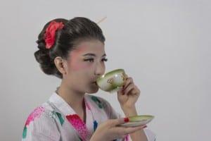 Geisha tomando t NutriShield Multi Vitamins and Minerals